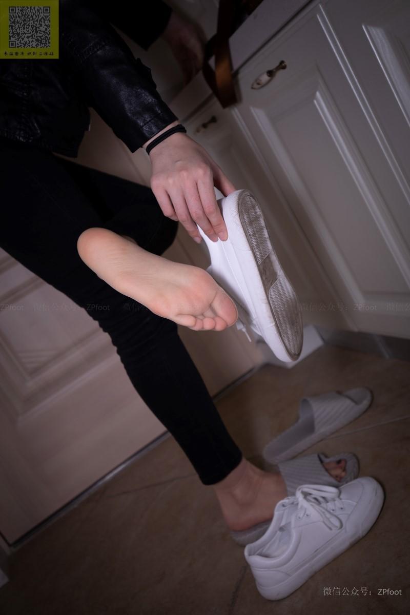 [LSS山茶摄影] NO.086 进门就把袜子脱了洗了 [89P/374MB] LSS山茶摄影-第2张