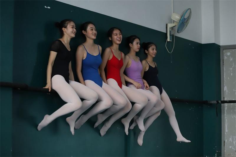 [大西瓜爱牙膏] W系列022 舞蹈家-五人场 [649P/1.40GB] 大西瓜爱牙膏-第4张