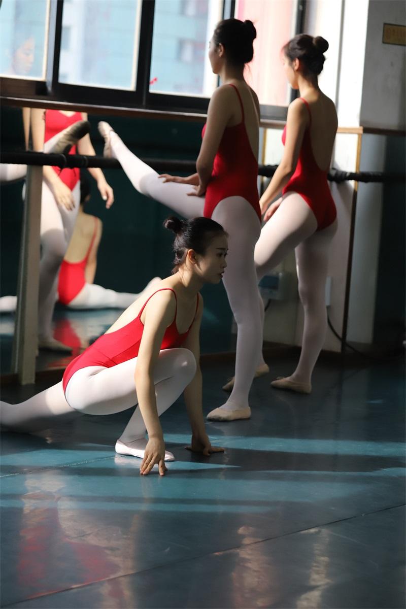 [大西瓜爱牙膏] W系列020舞蹈家-红色 [672P/1.43GB] 大西瓜爱牙膏-第2张
