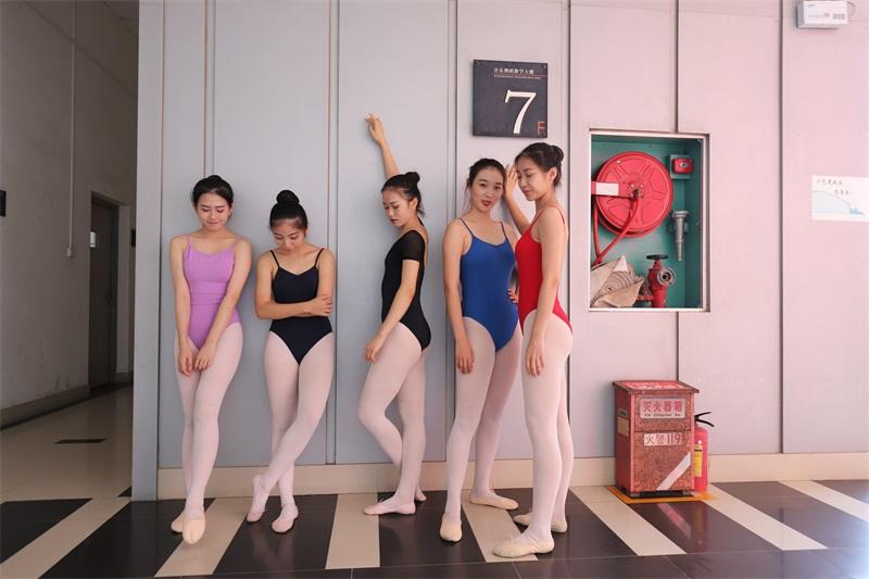 [大西瓜爱牙膏] W系列022 舞蹈家-五人场 [649P/1.40GB] 大西瓜爱牙膏-第2张