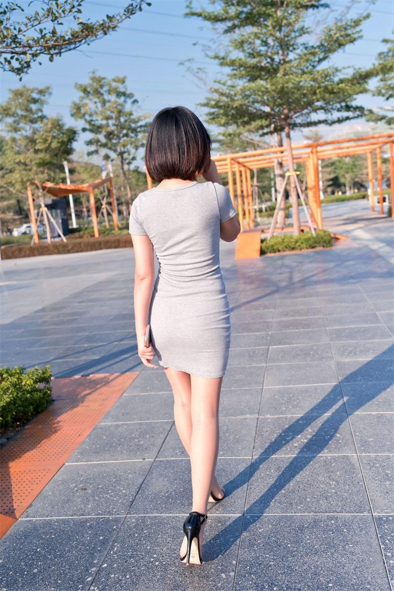 精选街拍 NO.224 在商业广场看哈哈镜的包臀裙萌宝儿 [423P/422MB] 精选街拍-第4张