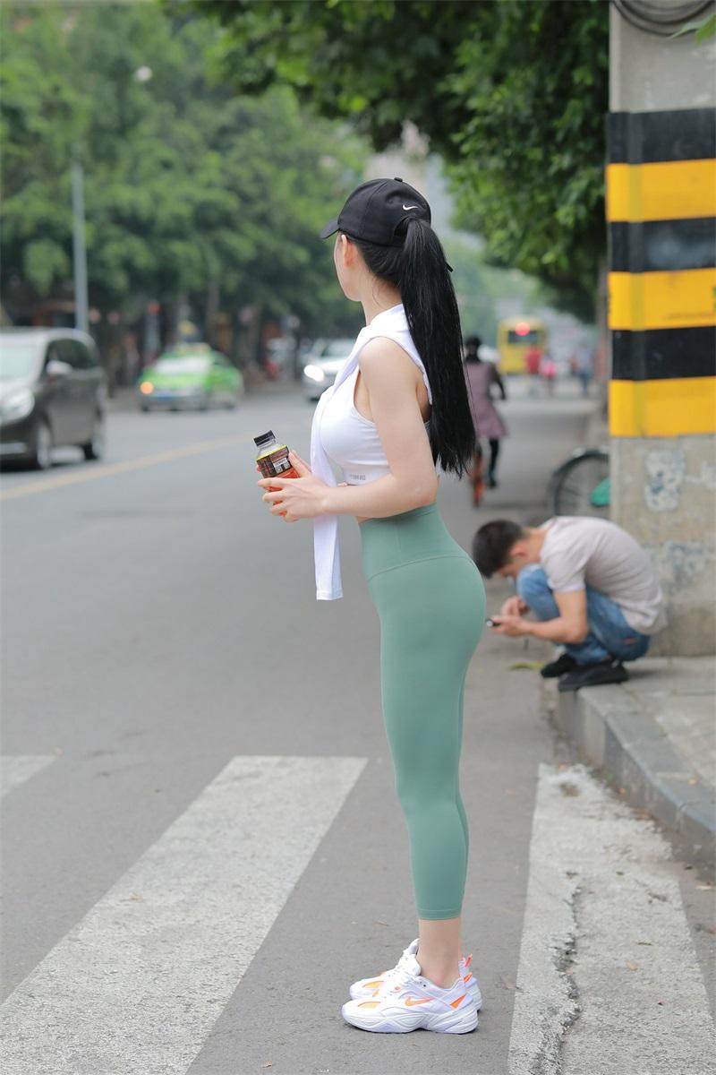 精选街拍 NO.232 骑共享单车的美女 [72P/84MB] 精选街拍-第4张