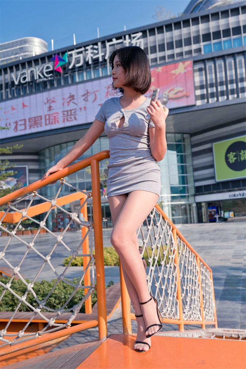 精选街拍 NO.224 在商业广场看哈哈镜的包臀裙萌宝儿 [423P/422MB] 精选街拍-第3张