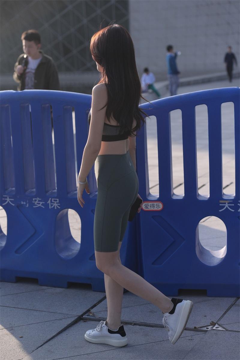 精选街拍 NO.255 小白鞋瑜伽裤女孩 [242P/272MB] 精选街拍-第4张