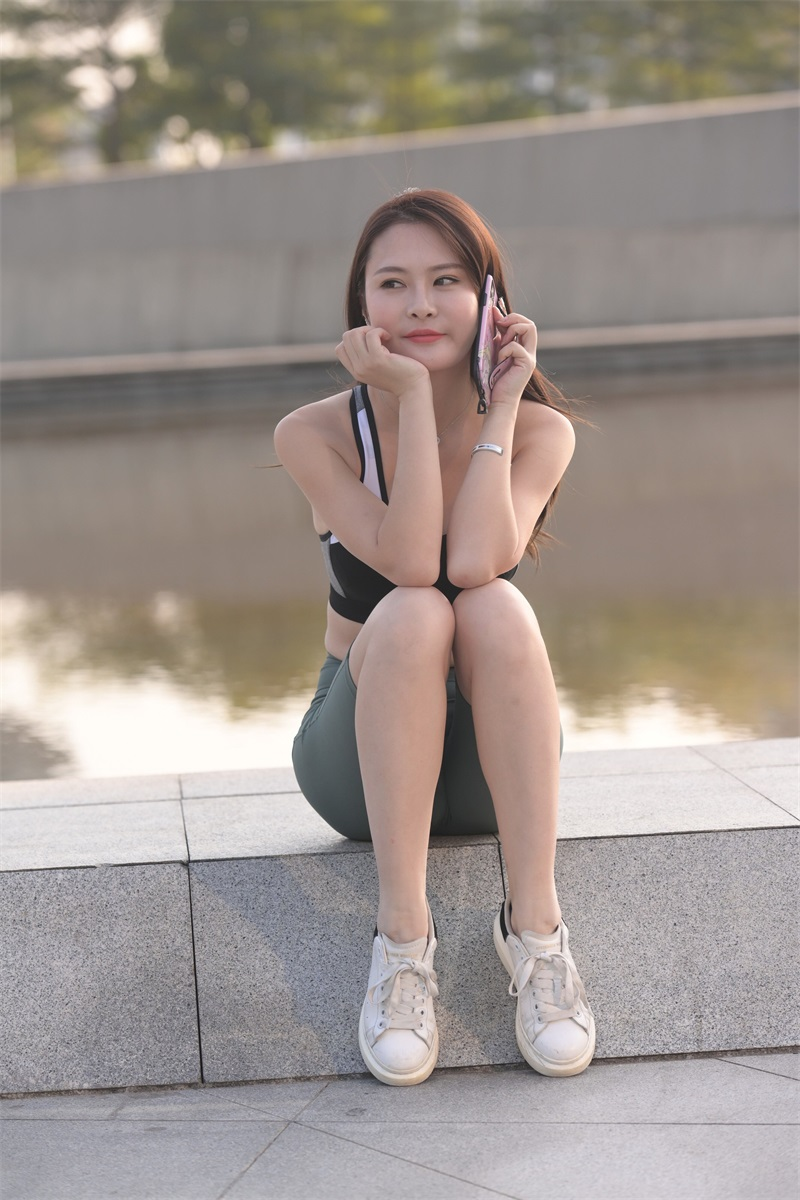 精选街拍 NO.255 小白鞋瑜伽裤女孩 [242P/272MB] 精选街拍-第1张